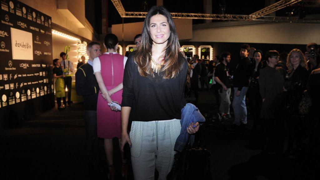 Nuria Roca en el kissing room tras prestar mucha atención a lo nuevo de David Delfín