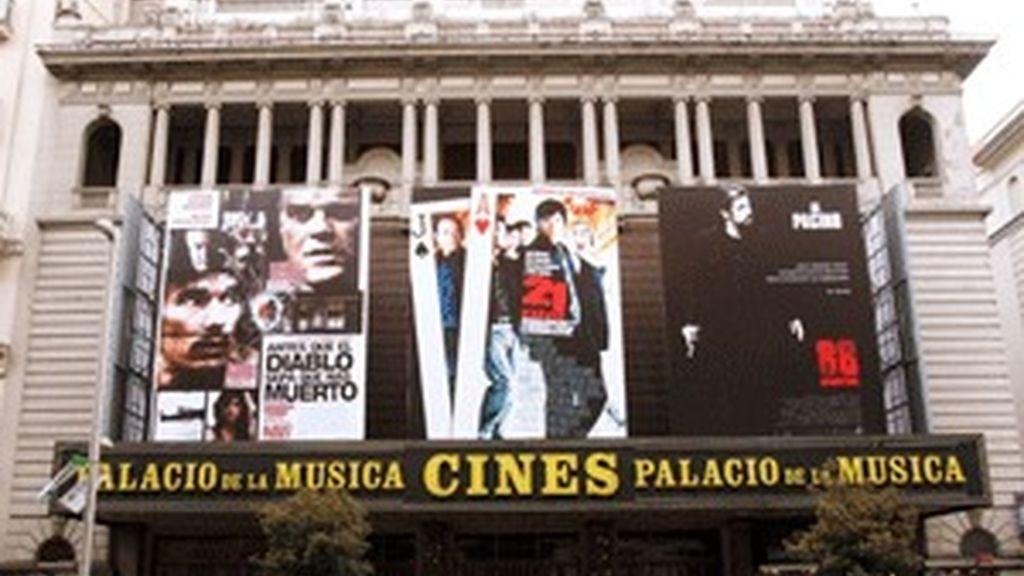 En Madrid sólo quedan 20 salas de cine tradicionales frente a las quinientas de otros tiempos. FOTO: EFE
