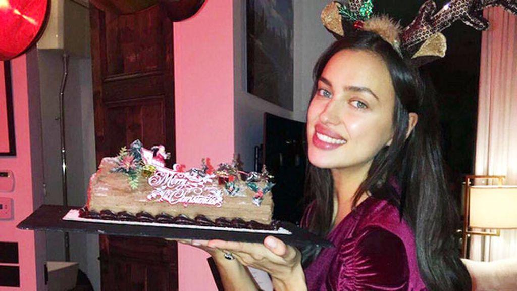 Irina Shayk no muestra embarazo pero sí cómo ha quedado su tronco de Navidad
