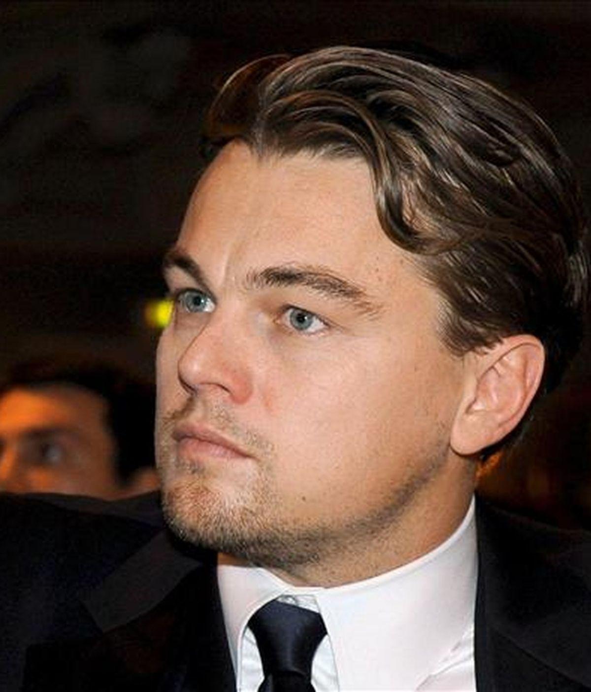 El ataque se produjo hace cuatro años durante una fiesta en Hollywood y Di Caprio recibió profundos cortes en su oreja y cuello que le obligaron a recibir 17 puntos de sutura. EFE/Archivo