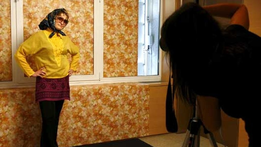 Marta Soul fotografía a una mujer dentro de la iniciativa 'Retrátate'. Foto: EFE