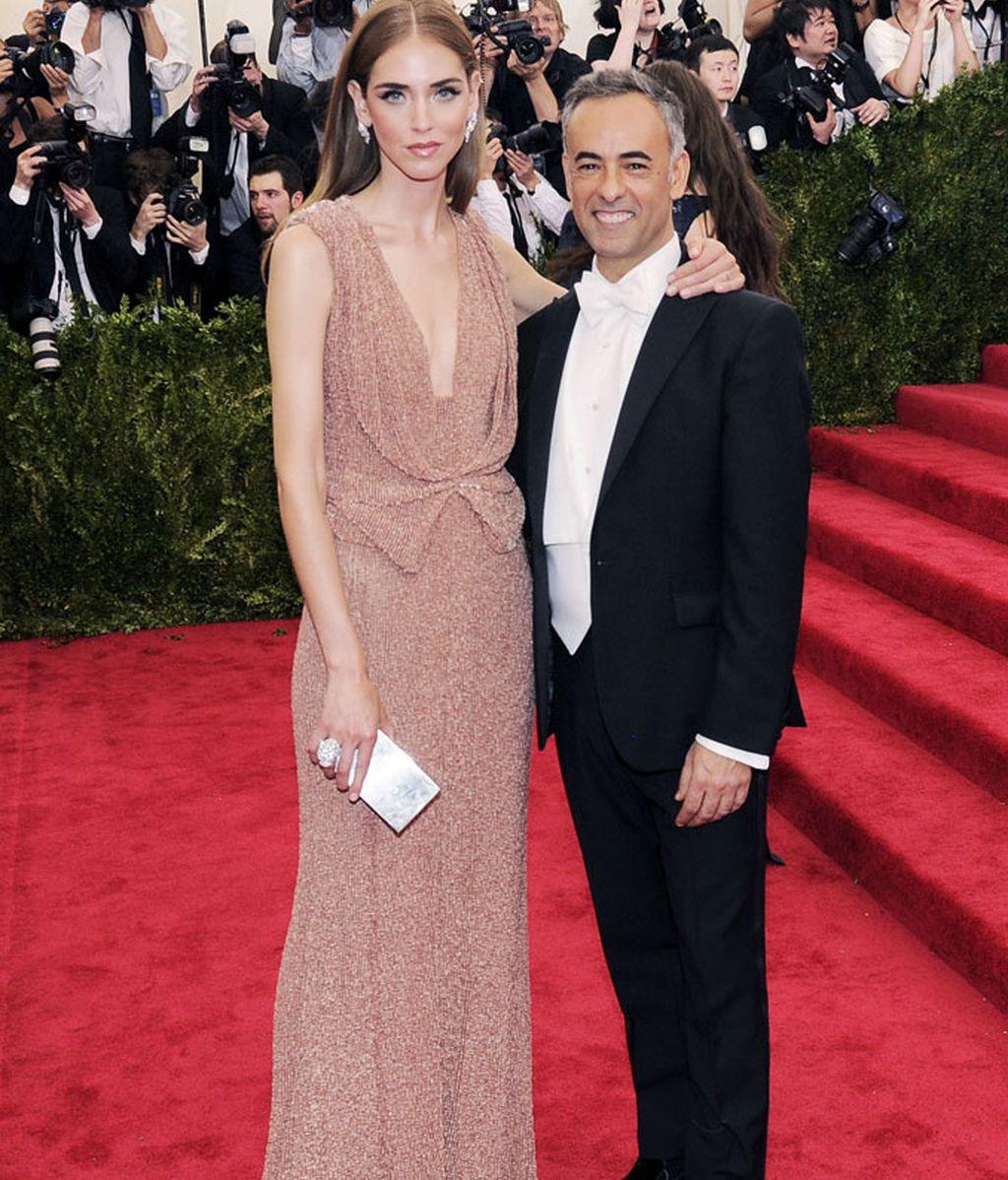 Chiara Ferragni vestida de Calvin Klein, junto a Alberto Costa