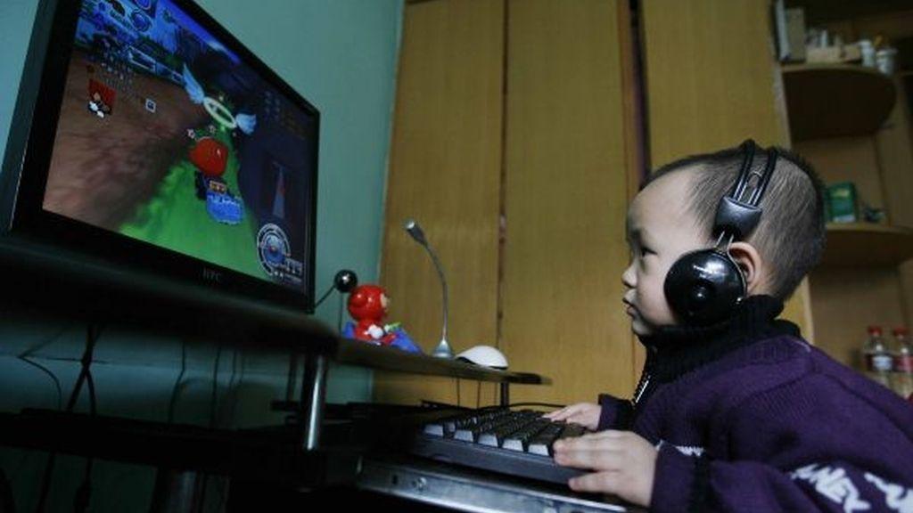 Con 2 años es adicto a los videojuegos