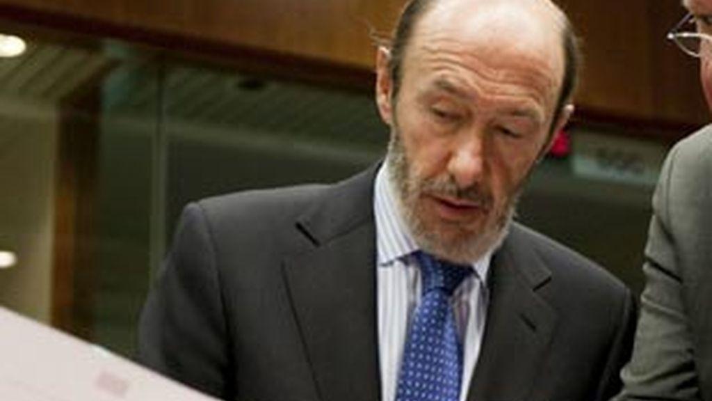 """El ministro del Interior, Alfredo Pérez Rubalcaba, pide más  """"claridad"""" a la izquierda abertzale después de su pronunciamiento del  pasado sábado. Vídeo: ATLAS."""