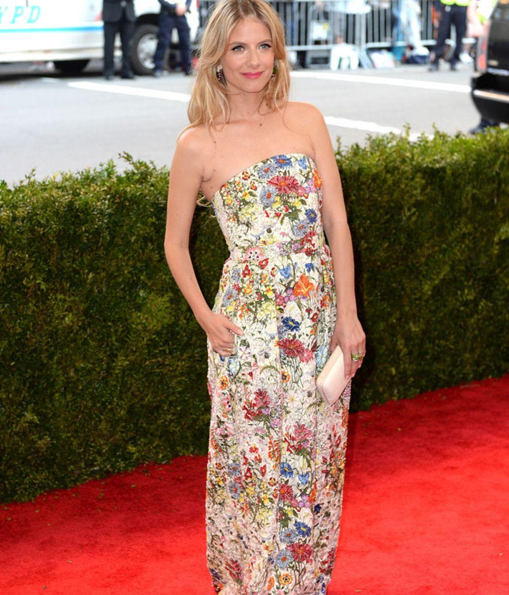 Melanie Laurent con vestido de Tory Burch