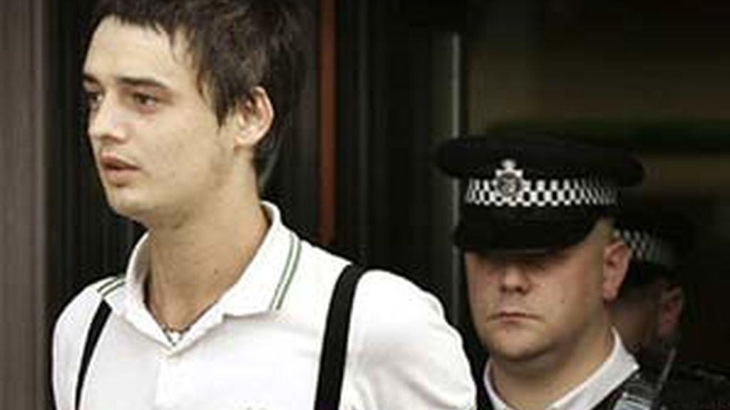 Pete Doherty ha sido arrestado e interrogado en relación con la muerte de Robin Whitehead.