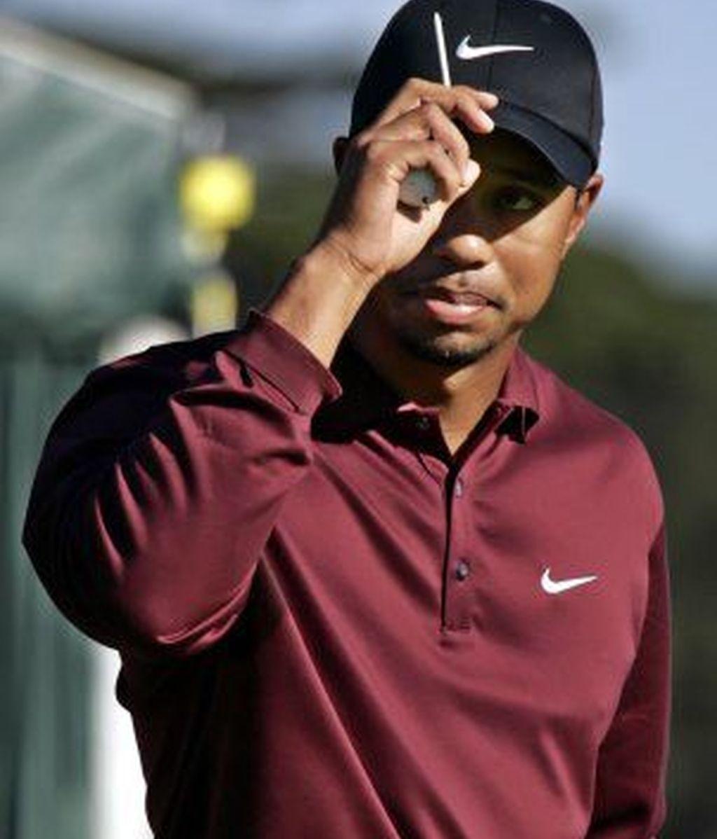 Tiger Woods ha contratado a varios guardaespaldas para que lo alejen de las fans demasiado cariñosas. Foto archivo AP