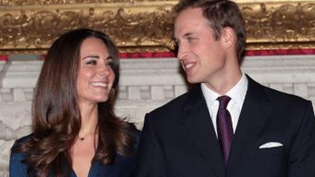 El príncipe y su prometida cuentan con la inestimable ayuda de un gabinete de cinco personas que organizará la boda. Foto archivo AP