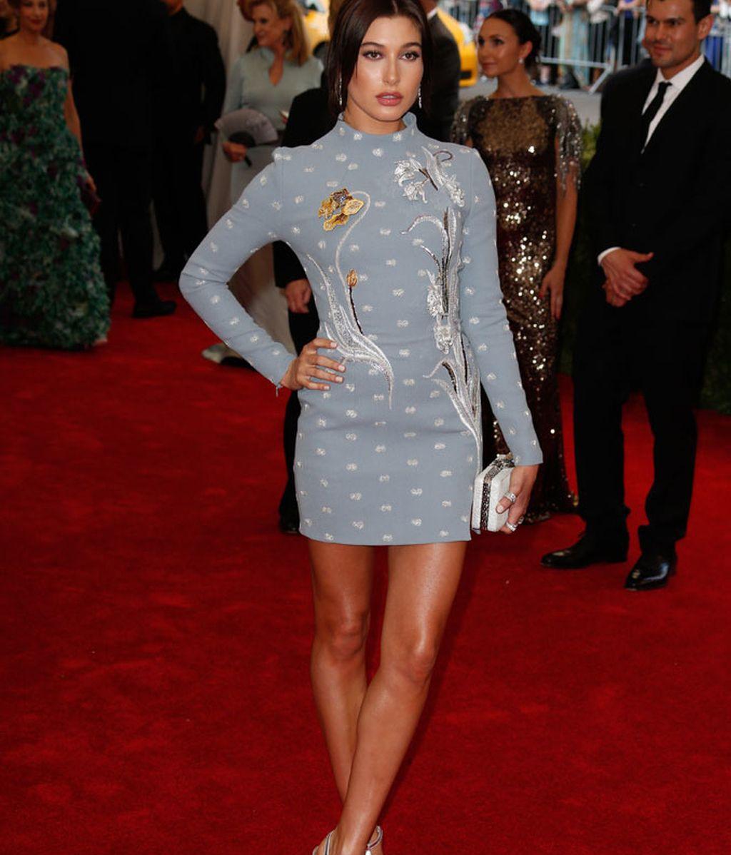 Hailey Baldwin con vestido de Topsohp