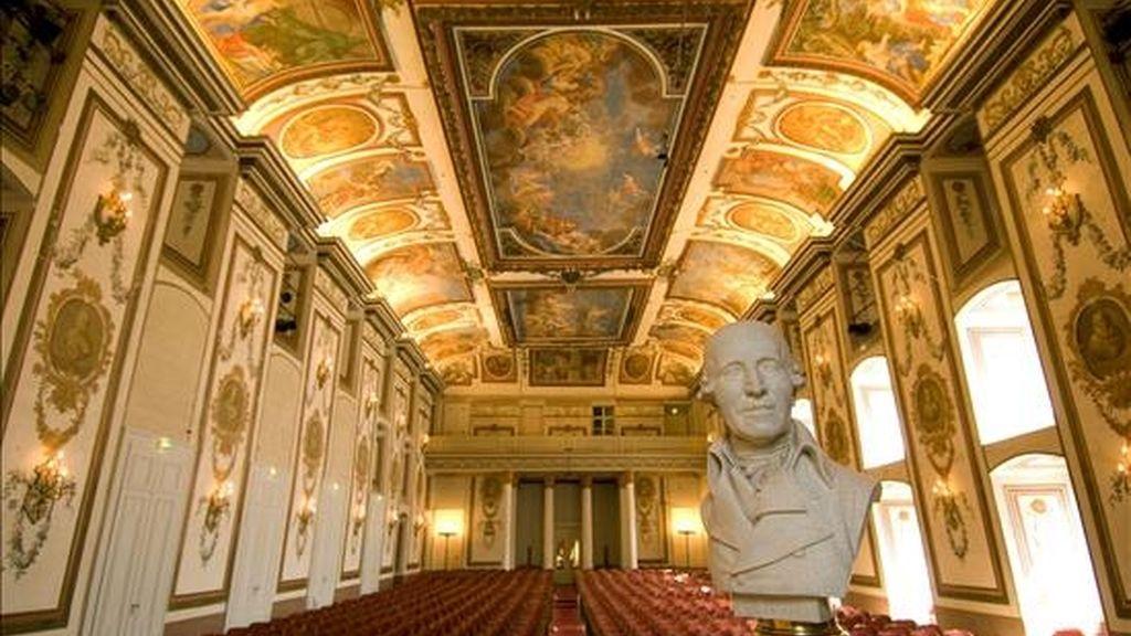 La ciudad austríaca de Eisenstadt, al este de Viena y contigua a la frontera con Hungría, se ha convertido en el centro del intenso jubileo con motivo del segundo centenario de la muerte del compositor Joseph Haydn. En la foto la Sala Haydn del Palacio Esterházy. EFE