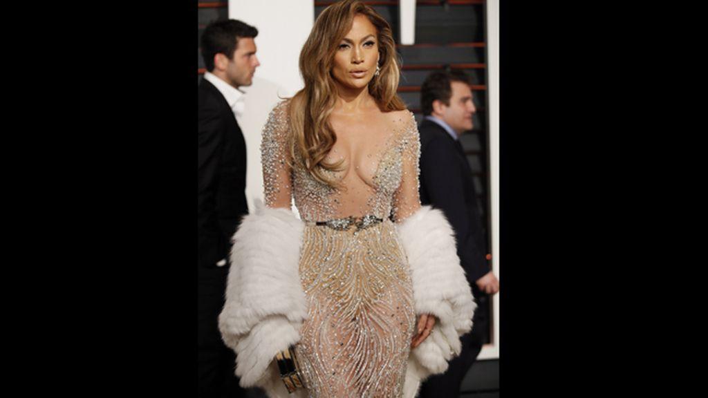 La cantante y actriz Jennifer López, con un diseño atrevido