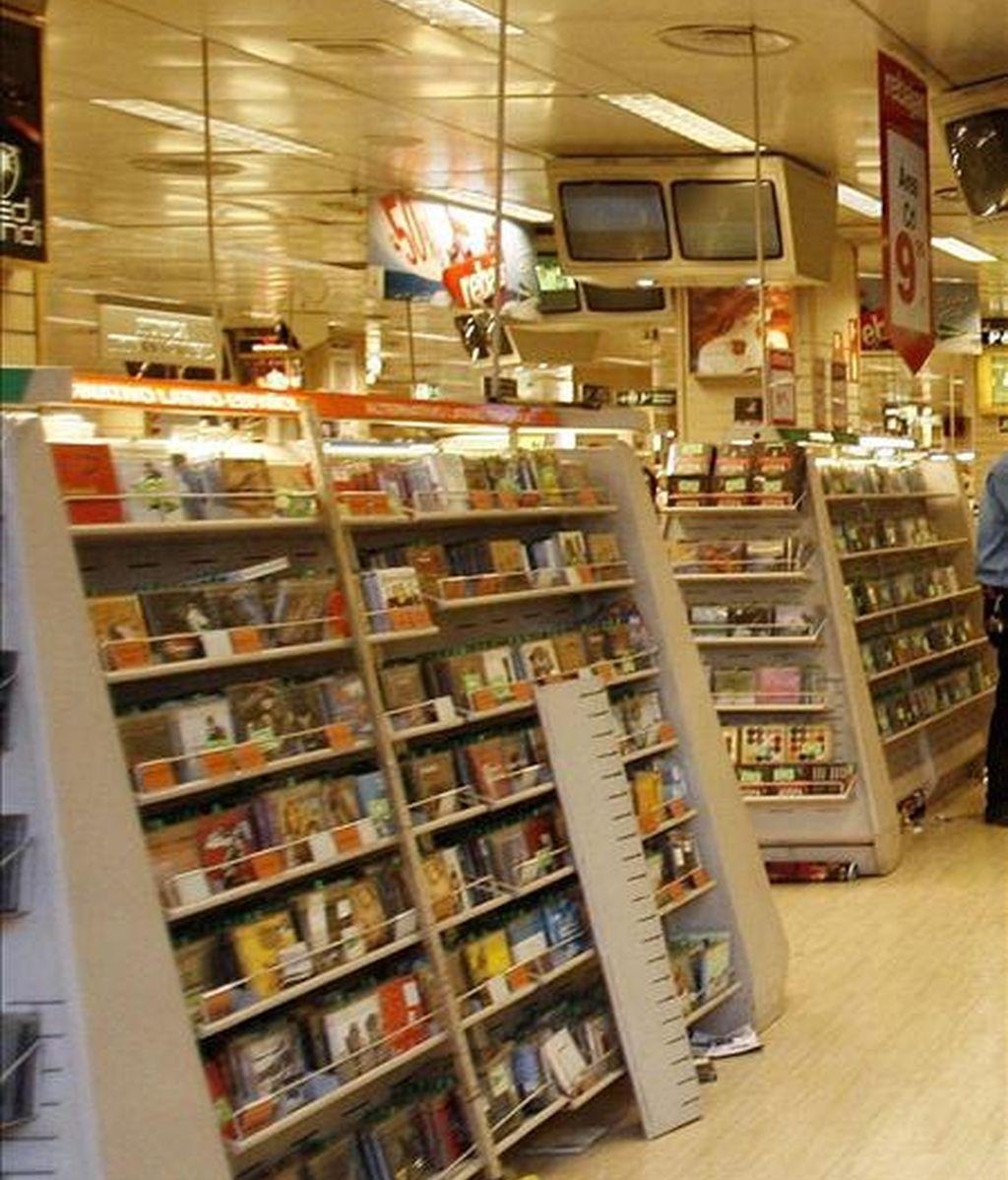 Expositores con discos de música en unos grandes almacenes. EFE/Archivo