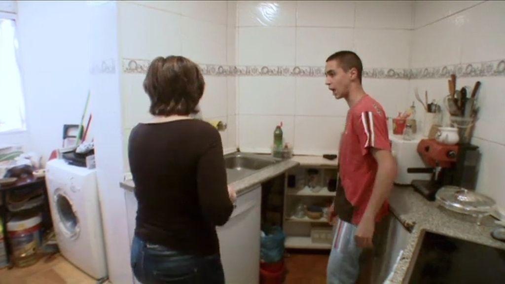 Daniel ataca a su madre, su abuela y su hermana