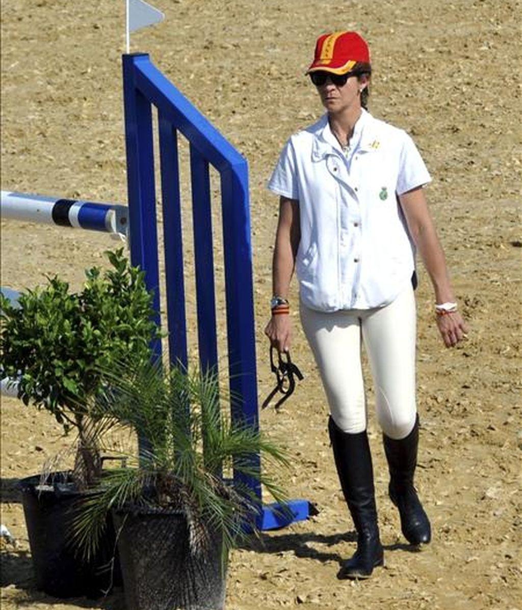 La infanta Elena participó hoy en la localidad murciana de Molina de Segura en una prueba hípica de salto. EFE