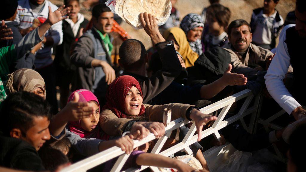 Refugiados desesperados por lograr algo de comida