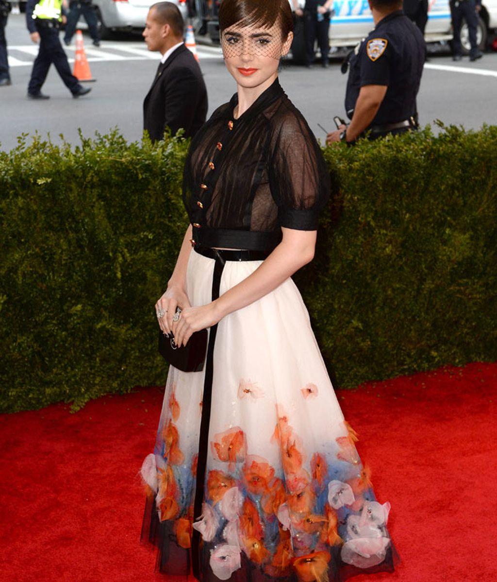 Lily Collins vestida de Chanel