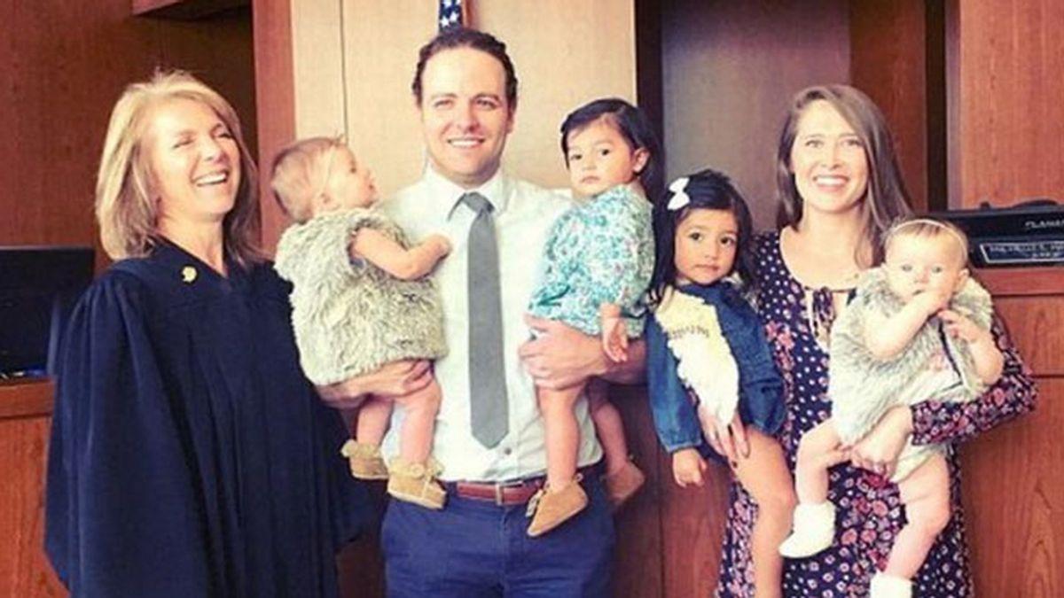 No podían concebir hijos y adoptaron cuatro en menos de 24 horas