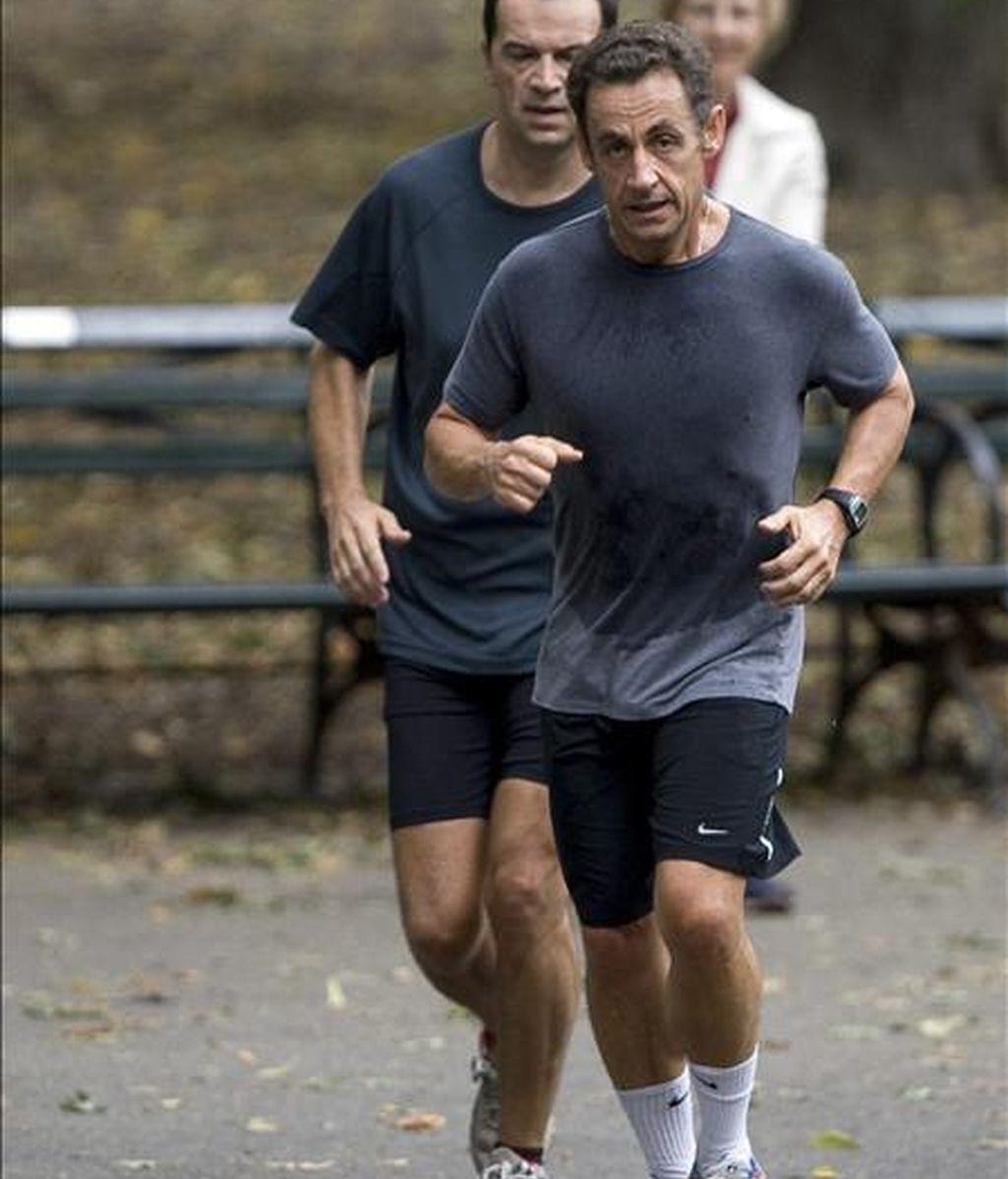 El presidente francés, Nicolás Sarkozy (d), haciendo deporte en Central Park, en Nueva York (EE.UU.). EFE/Archivo