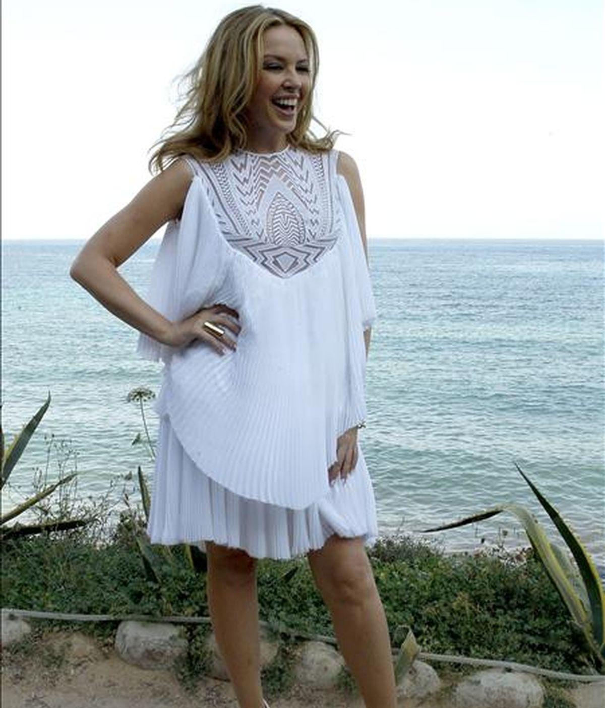 """La cantante australiana Kylie Minogue durante la rueda de prensa que ofreció  en Ibiza para presentar su nuevo albúm """"Aphrodite"""". EFE"""