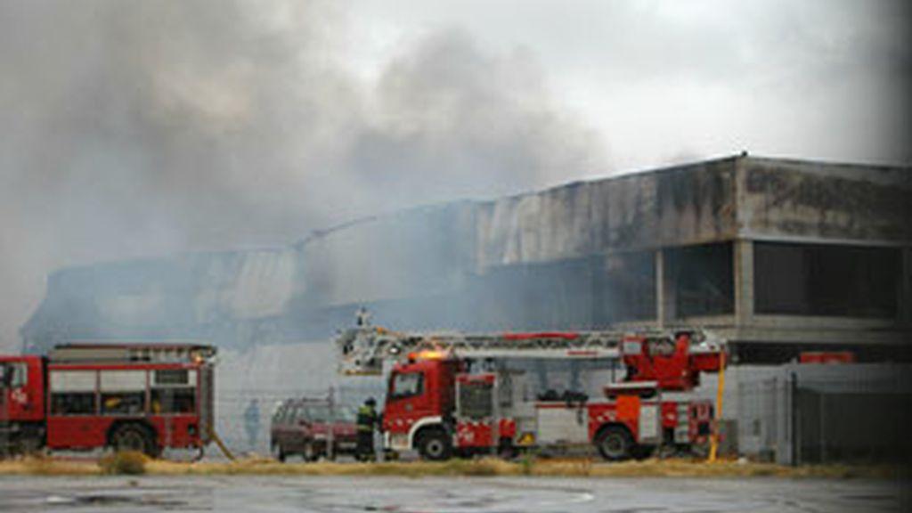 El hangar de cuatro vientos tras el incendio. Foto: EFE