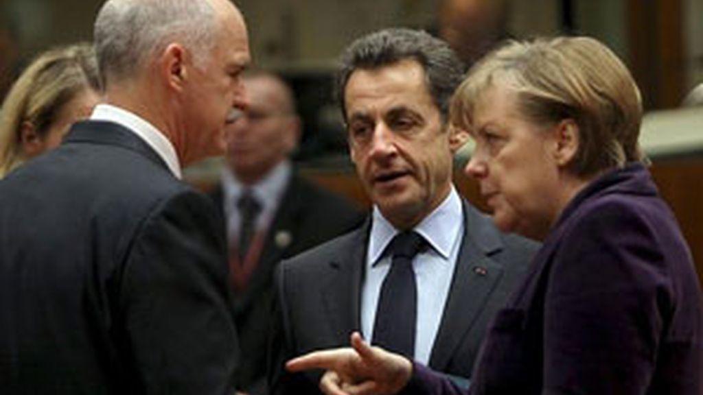 Angela Merkel, Nicolas Sarkozy y Georgio Papandreu en una imagen de archivo. Foto: EFE