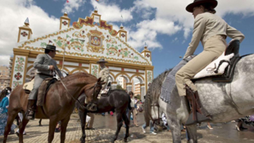 La Feria de Abril de Sevilla, reducto de algunos homófobos. Foto: EFE.