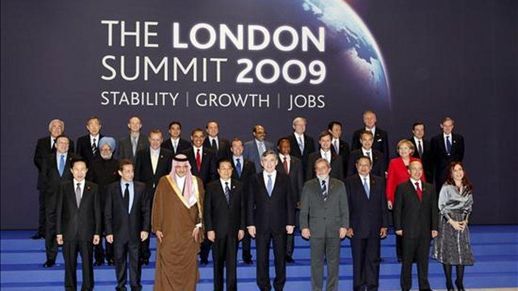 Foto de familia de los líderes del G20, hoy durante el inicio de la Cumbre en el recinto ferial Excel, una zona junto al río Támesis en el este de Londres (Reino Unido) EFE/Handout oficial