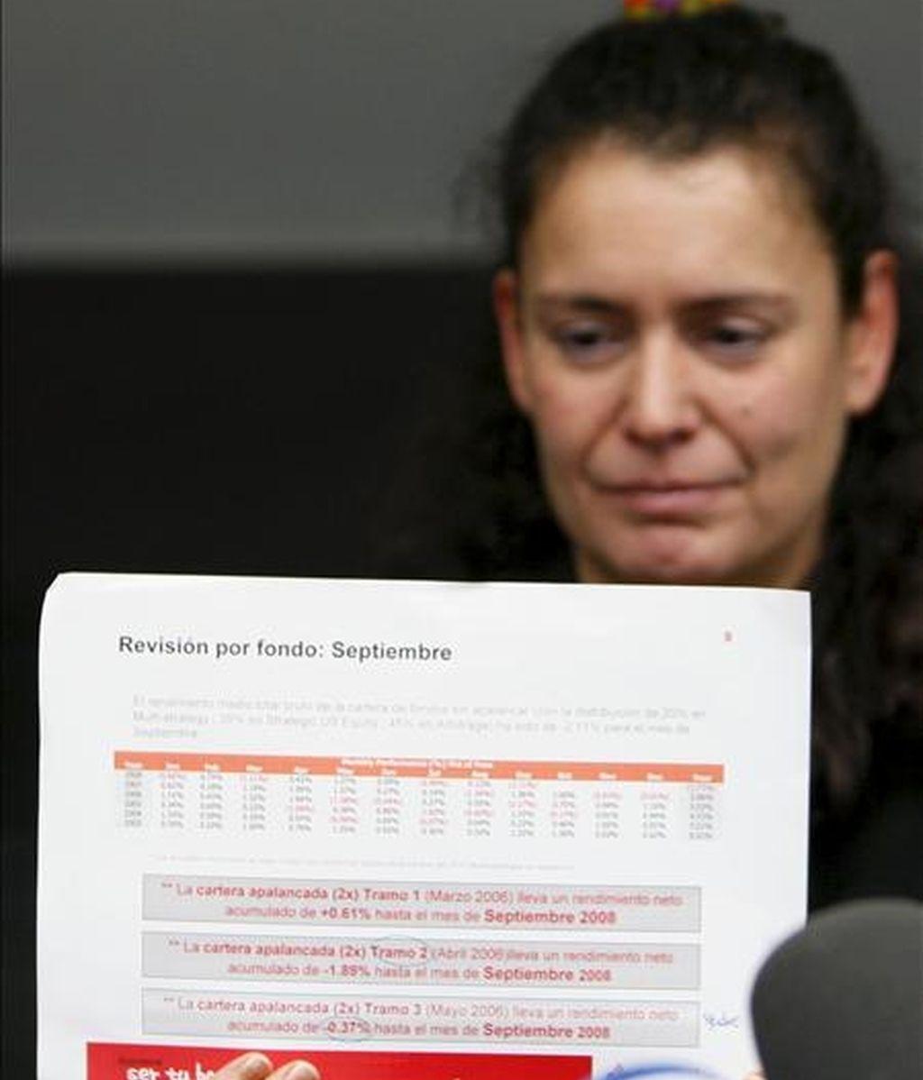 Una de las afectadas por el caso del financiero Bernard Madoff durante la presentación de la primera plataforma de perjudicados en el despacho de abogados Cremades & Calvo Sotelo, en Madrid. EFE/Archivo
