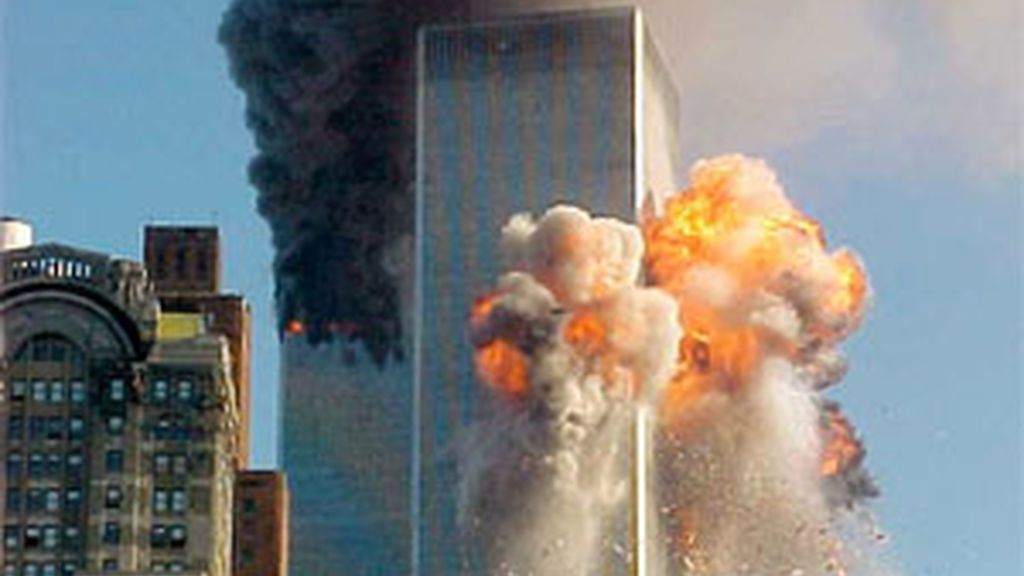 Momento en que el segundo avión impacta en las Torres Gemelas