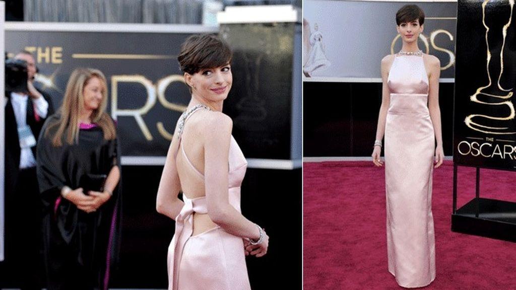 Anne hathaway vestida con un Prada rosa