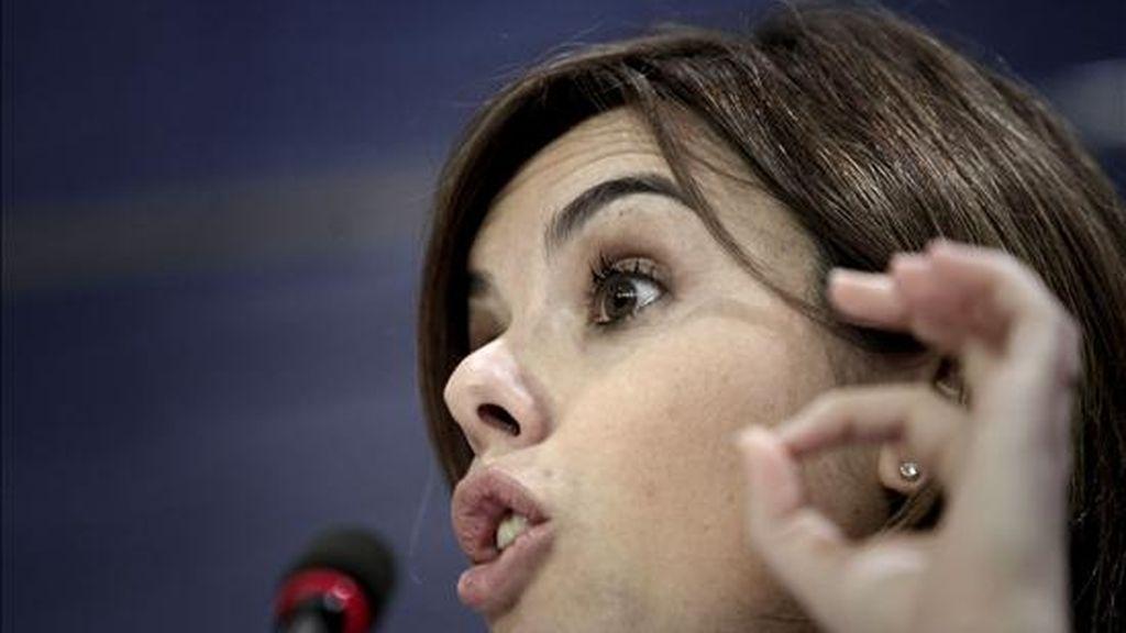 La portavoz del Grupo Popular en el Congreso de los Diputados, Soraya Sáenz de Santamaría, durante la rueda de prensa que ofreció ayer en la Cámara Baja. EFE