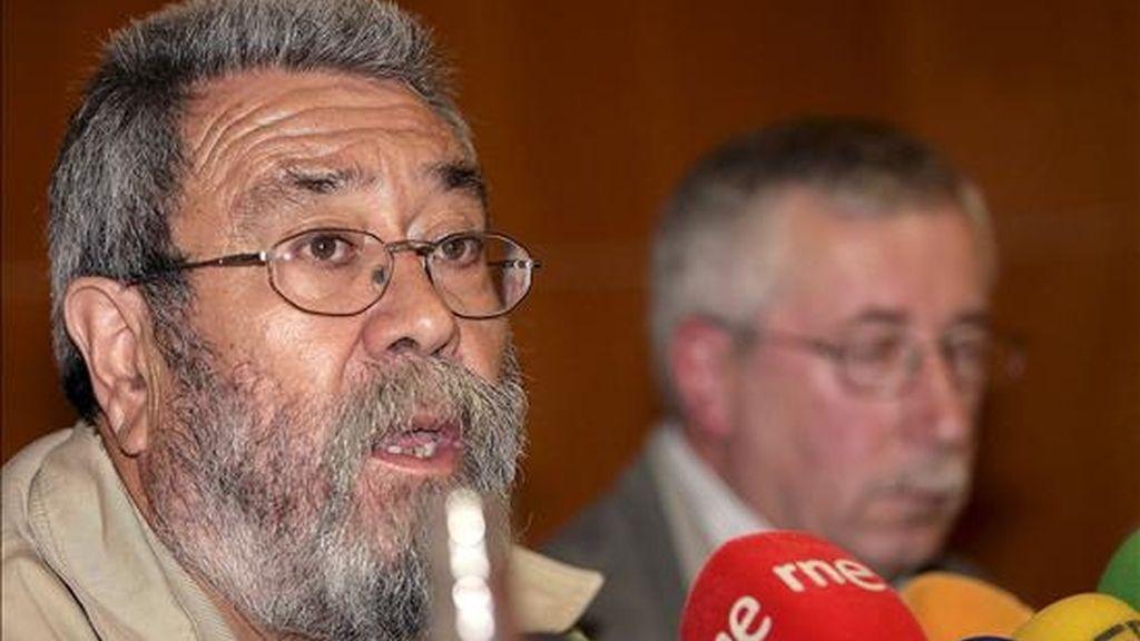 El secretario general de UGT, Cándido Méndez (i) junto al secretario general de CCOO, Ignacio Fernández Toxo, durante una rueda de prensa el pasado 15 de julio. EFE/Archivo