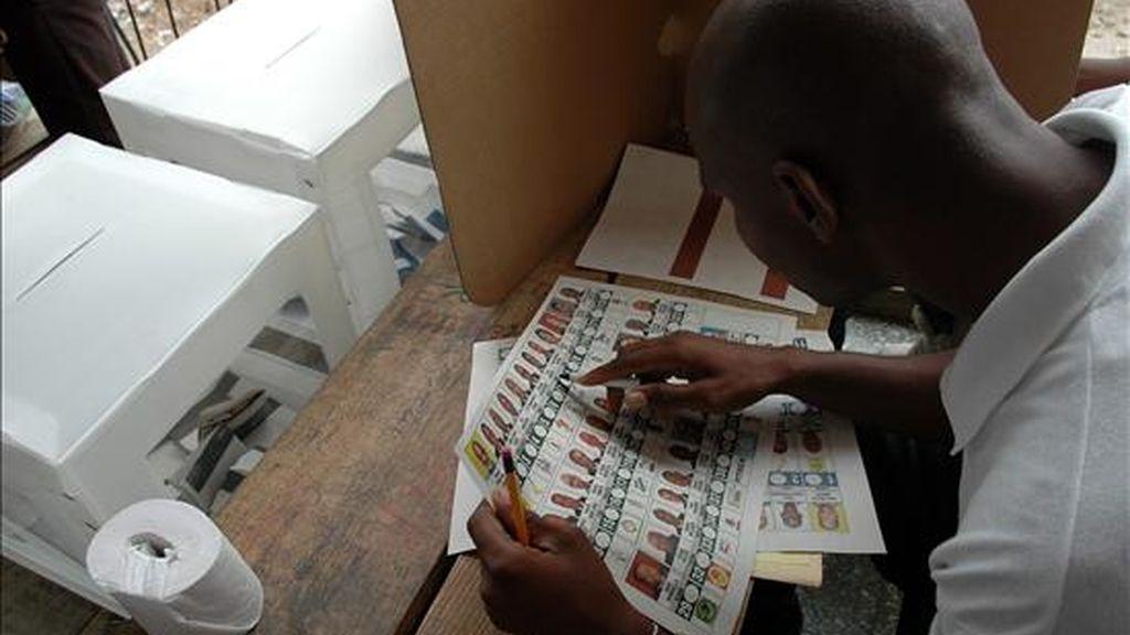 Las mesas electorales se abrieron a las 6.00 hora local (11.00 GMT) para que cerca de 4,5 millones de votantes puedan elegir a 12 de los 30 senadores que componen la cámara legislativa. EFE/Archivo