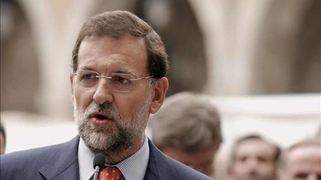 El presidente del PP, Mariano Rajoy, durante una visita en el año 2007 a Ávila. EFE/Archivo