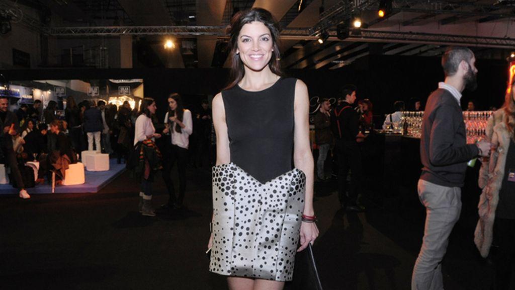 La periodista Jimena Mazucco con un diseño de Amaya Arzuaga