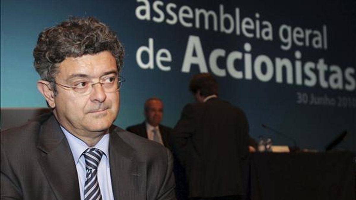 En la foto, el director general de Finanzas de Telefónica, Santiago Fernández Valbuena, antes de iniciarse la asamblea de accionistas de Portugal Telecom (PT). EFE/Archivo