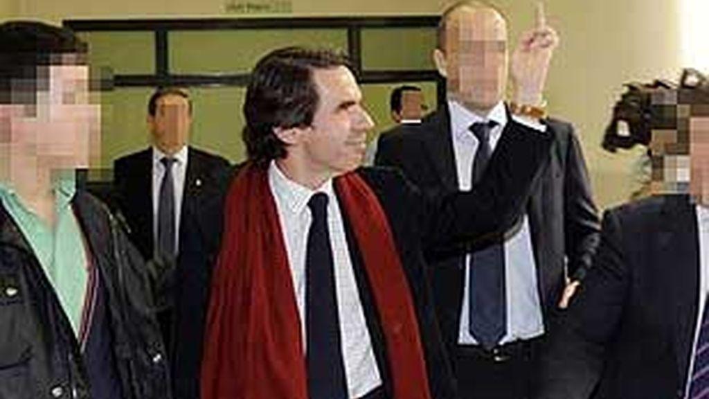 Aznar respondió así a unos estudiantes de Oviedo que lo increpaban. Foto: Archivo.