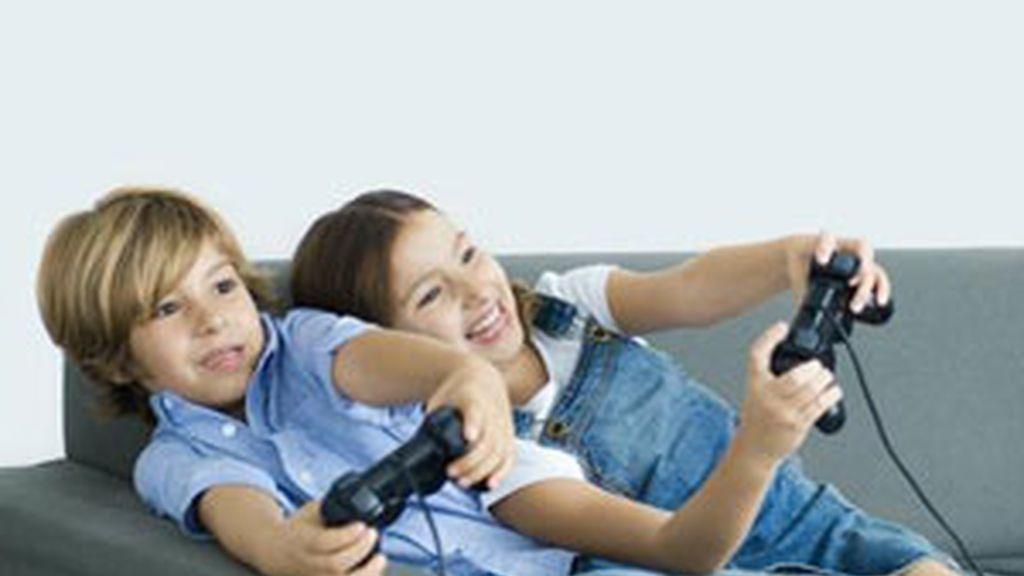 Los médicos recomiendan que los niños hagan al menos una hora de ejercicio. Foto: Gtres