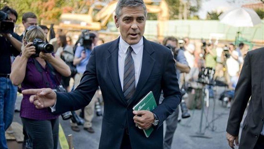 El actor y activista estadounidense George Clooney habla con la prensa en el ala oeste de la Casa Blanca,  en Washington DC (EEUU). Clooney se reunió con el presidente de EE.UU., Barack Obama, para discutir la situación en Sudán. EFE
