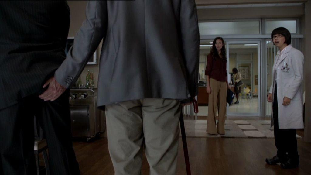 House le toca el culo a Foreman (capítulo T08xC04)