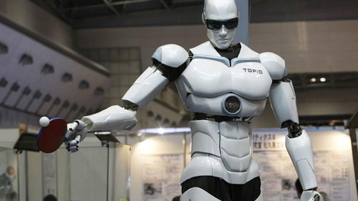 Omni Zero, uno de los robots presentado en la Feria de Robótica de Tokio, se transforma en vehículo y puede trasladar a personas sentadas sobre sus hombros. Vídeo: Atlas