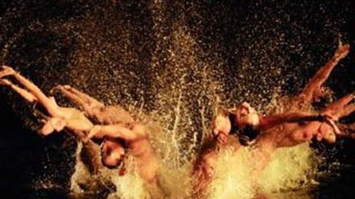 Las nadadoras del equipo de sincronizada volverán a felicitar las fiestas. Video: Archivo.