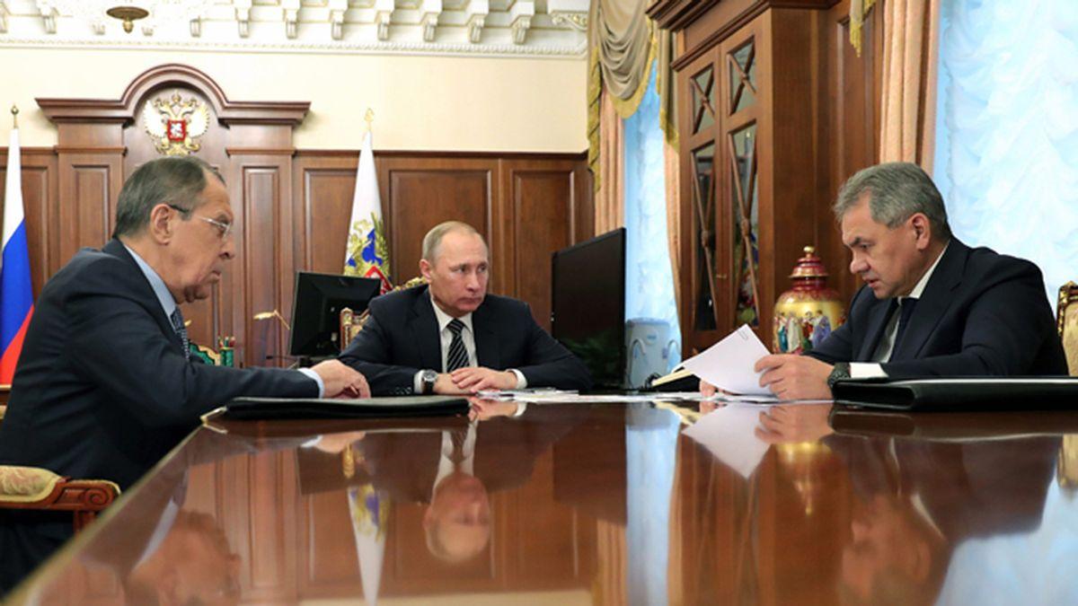 Putin anuncia un acuerdo de cese del fuego en Siria y reducción de tropas rusas