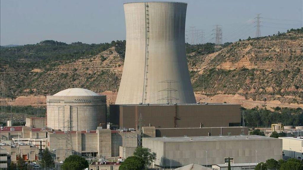"""La central nuclear de Ascó (Tarragona) ha comunicado al Consejo de Seguridad Nuclear (CSN) que, a las 16.40 horas de hoy, ha sufrido un """"conato de incendio"""" en un """"edificio auxiliar"""" que ha durado 3 minutos y ya ha sido extinguido. EFE/Archivo"""