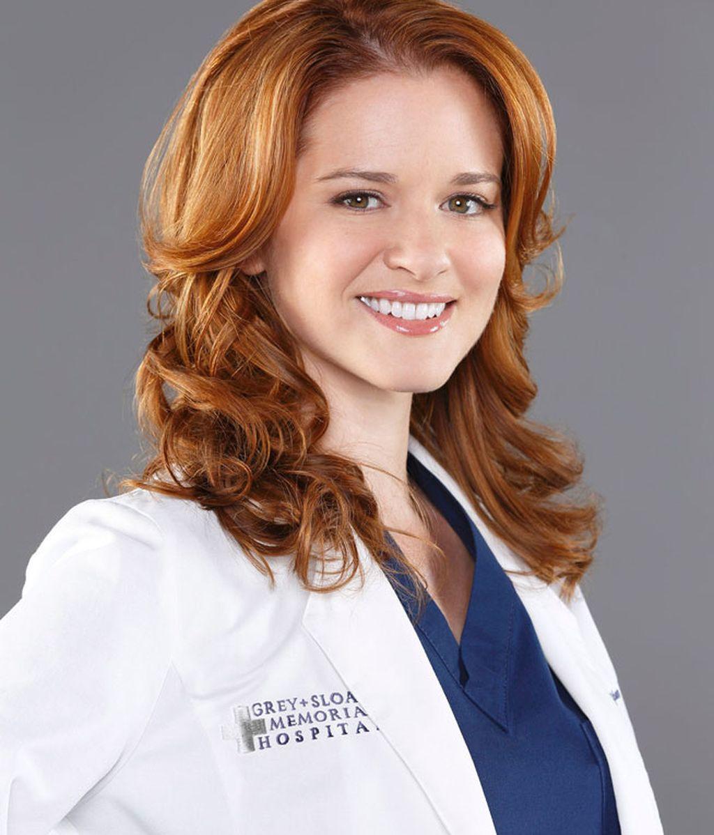 Sarah Drew interpreta a la Doctora April Kepner, mujer del doctor Avery
