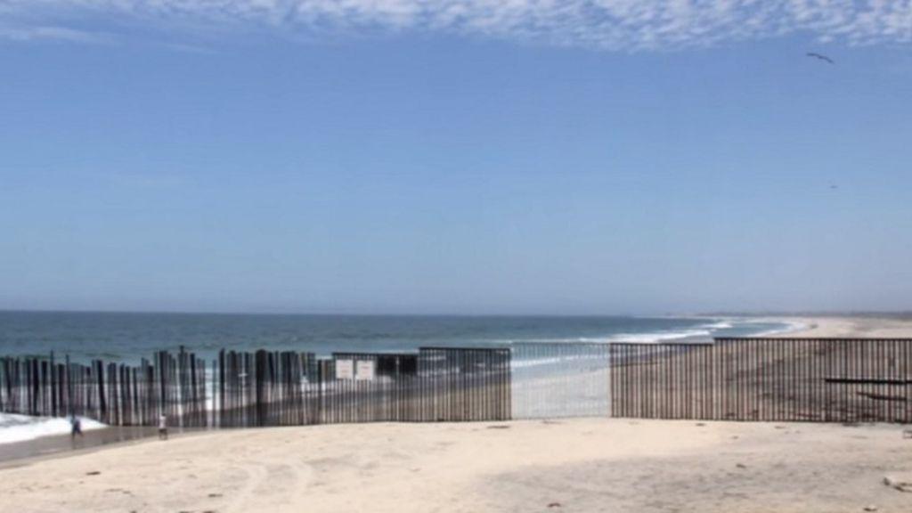 Una artista 'camufla' parte del muro fronterizo entre Estados Unidos y México