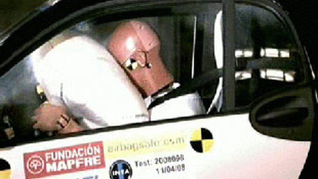 El airbag, si llevamos gafas, puede convertirnos en un peligroso agente. Foto: Atlas