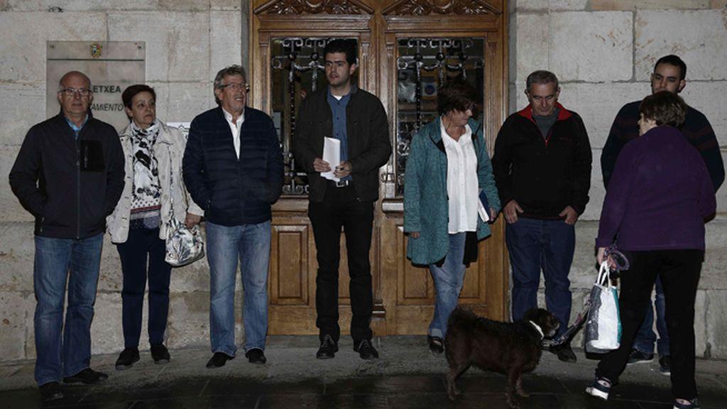 """El Ayuntamiento de Alsasua condena los """"actos violentos"""" con dos guardias civiles"""