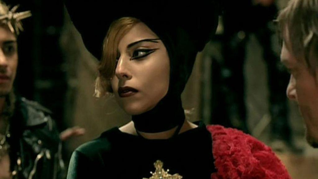 Lady Gaga la lía con su último videoclip