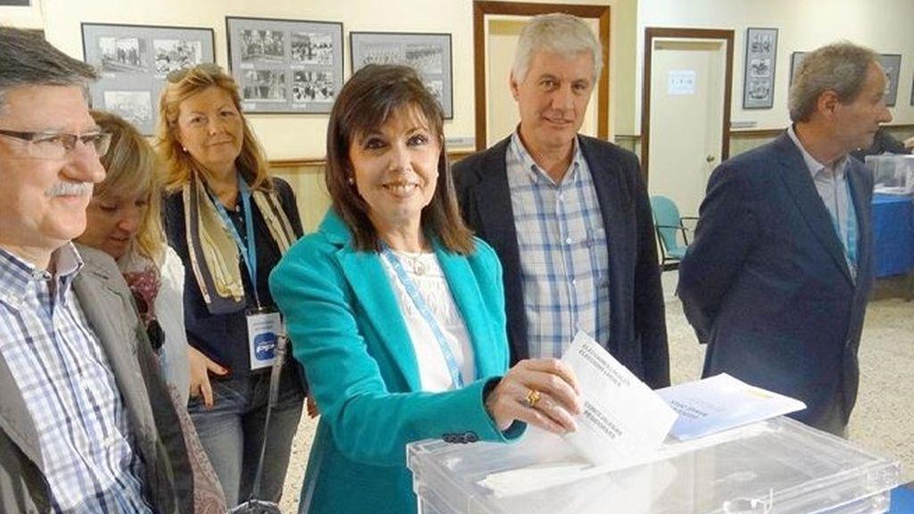 """La candidata del PP en Lleida vota dos veces por """"error de la mesa"""""""